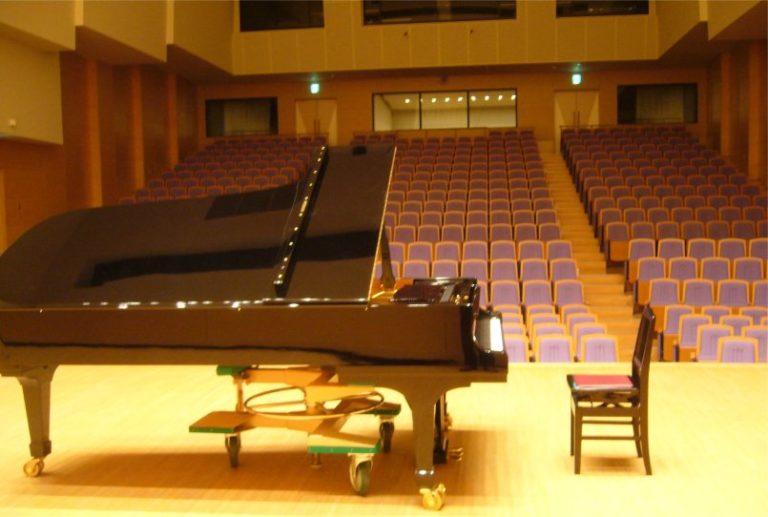 コンサートホール ピアノ